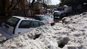 Freak summer hailstorm blankets Mexican city in ice