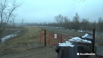 Farmers prepare ahead of swelling Missouri River