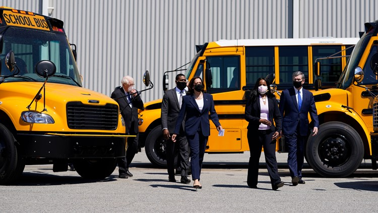 Democratic lawmakers push $25B to electrify school buses