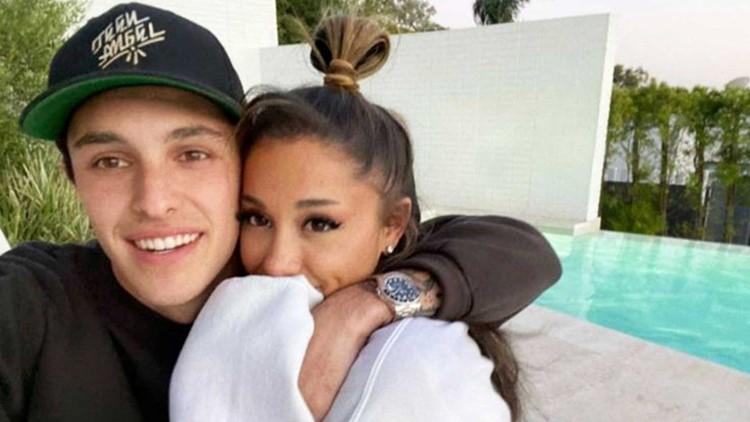 Ariana Grande and Dalton Gomez Marry in Private Ceremony