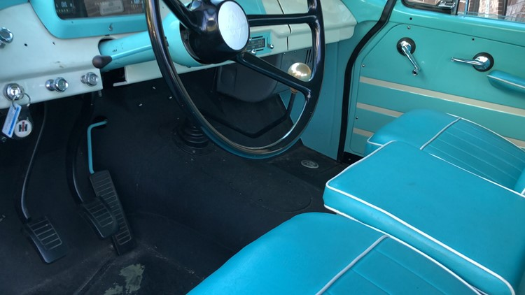 3 Pedals in 1962 International Harvester Travelette pickup