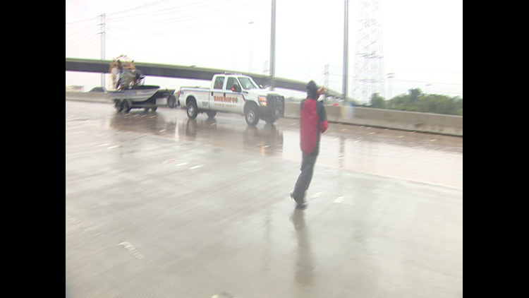 Reporter Brandi Smith flagged down a Harris County Sheriff's Office truck to rescue Robert Roberson.