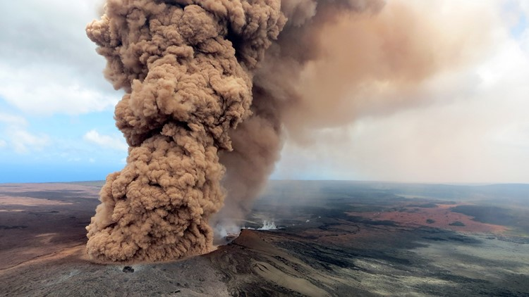 A column of robust, reddish-brown ash plume occurred after a magnitude 6.9 South Flank following the eruption of Hawaii's Kilauea volcano on May 4, 2018 in the Leilani Estates subdivision.