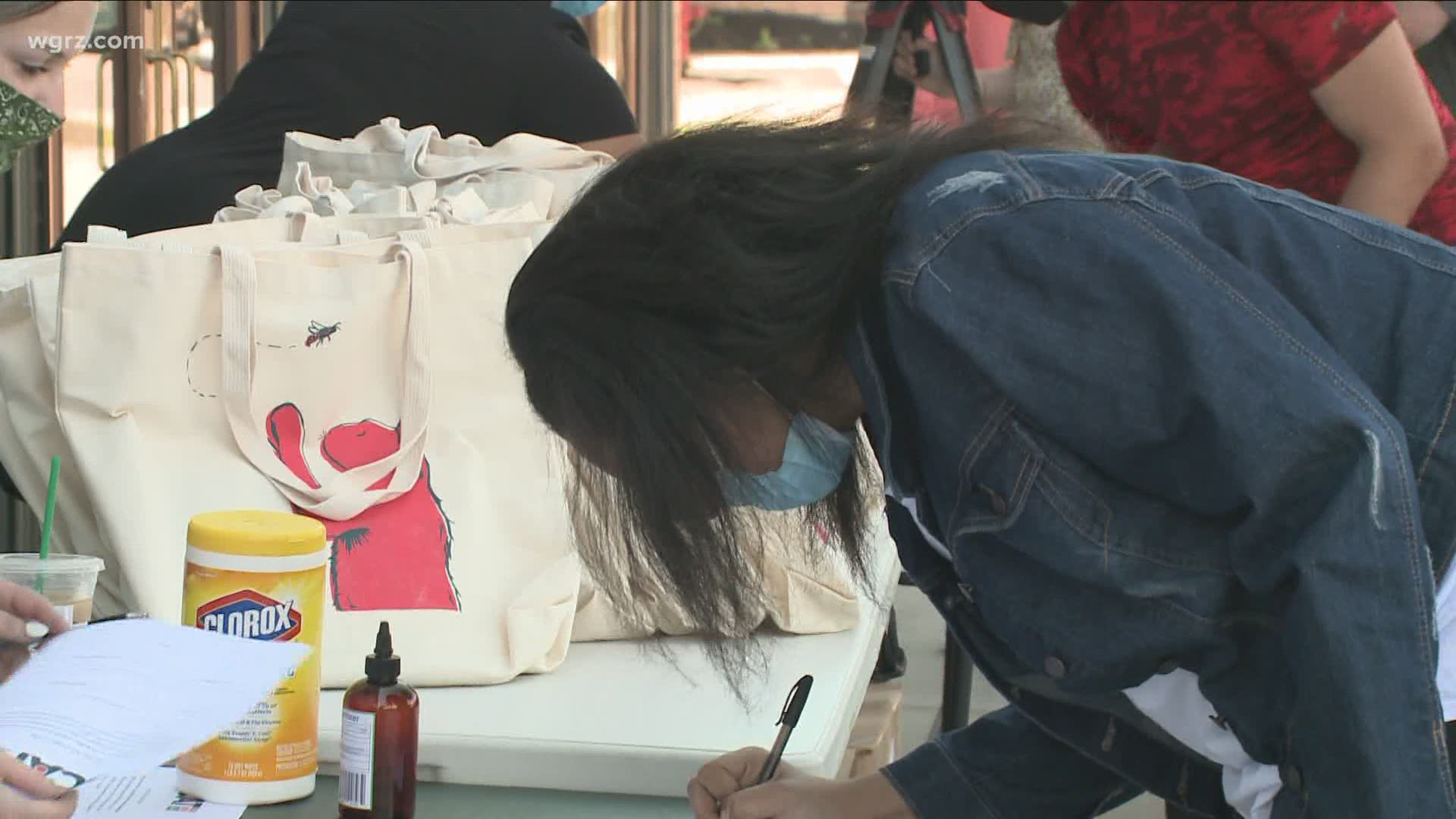 26 000 In Community Support Fuels Program To Give Art Kits To Students Wgrz Com