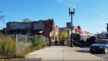 Building in Medina collapses