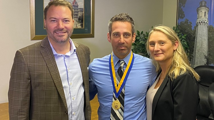 Western New York man awarded Liberty Medal for helping save 2-year-old boy