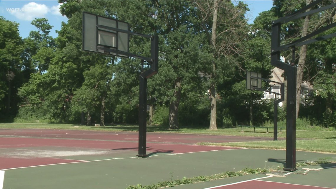Call To Reopen Outdoor Buffalo Basketball Courts Grows Louder Wgrz Com