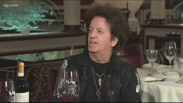 Kevin is joined by singer/ songwriter Willie Nile