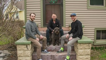 Buffalo photographer offers free front porch family photos
