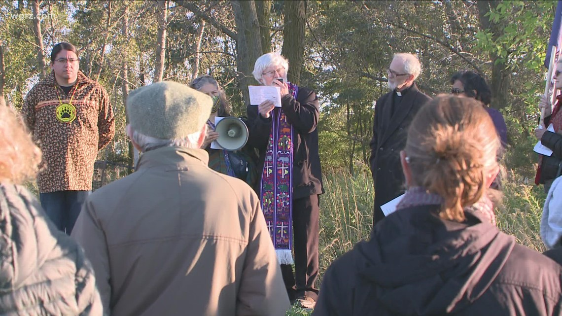 Prayer vigil held to protect outer harbor