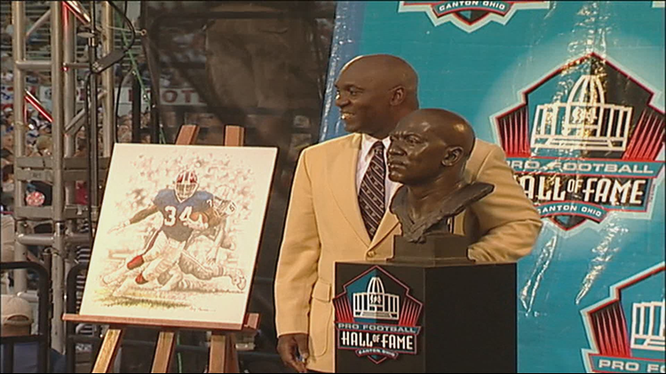 BILLS                Bills retire Thurman Thomas&#39 number        The Buffalo Bills announced a huge honor for running back Thurman Thomas Wednesday