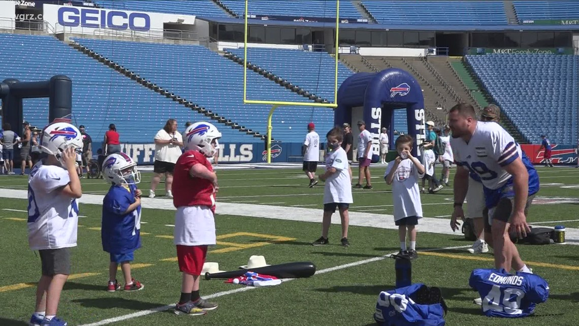 Young Bills fans take over Highmark Stadium with Phillips' initiative