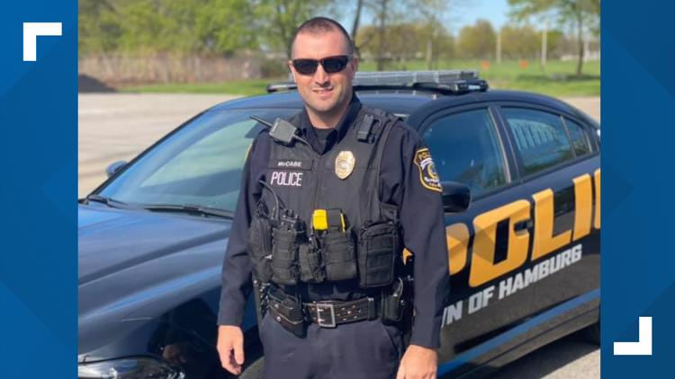 Hamburg Police officer steps in to help woman caught shoplifting birthday presents for child