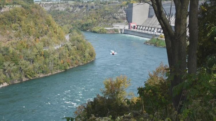 Teen still missing after slipping on rocks, falling into Niagara River