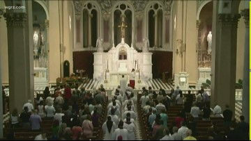 AP studies over 900 priests left off abuse lists