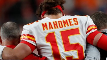 Mahomes leaves game with knee injury