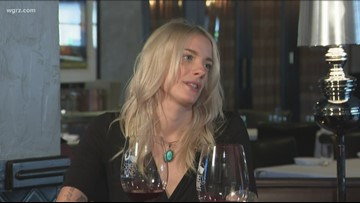Kevin is joined by Jessica Railey to discuss novice wine drinkers