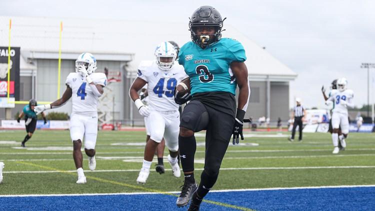 No. 16 Coastal Carolina holds on to beat Buffalo 28-25