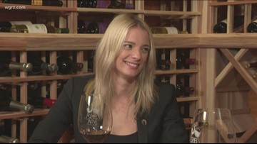 Kevin is joined by Jessica Railey to discuss holiday wine