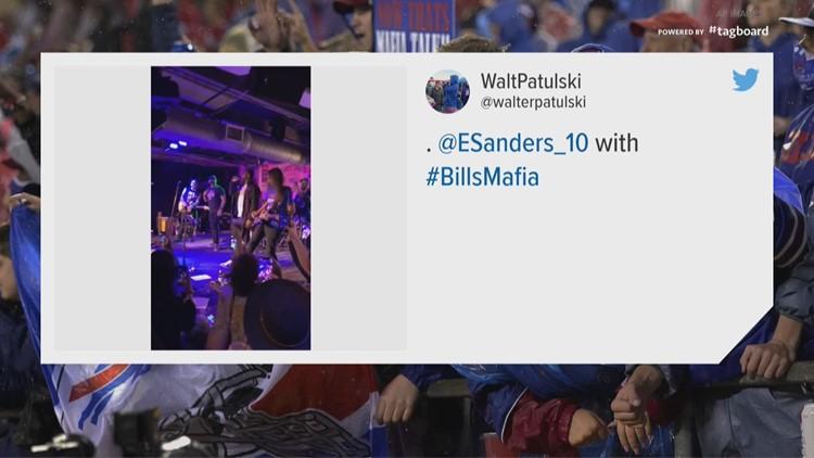 Emmanuel Sanders jumps off team plane, onto stage in Nashville to greet Bills fans